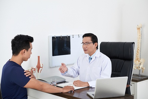 consulter un chiropracteurà Paris